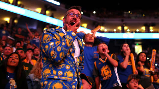 Golden State Warriors fans react as they watch a live broadcast of game four of the NBA Finals with the Cleveland Caveliers during a watch party at Oracle Arena on June 9, 2017 in Oakland, California.