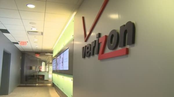 Verizon completes its $4.48 billion acquisition of Yahoo; Marissa Mayer leaves with $23 million