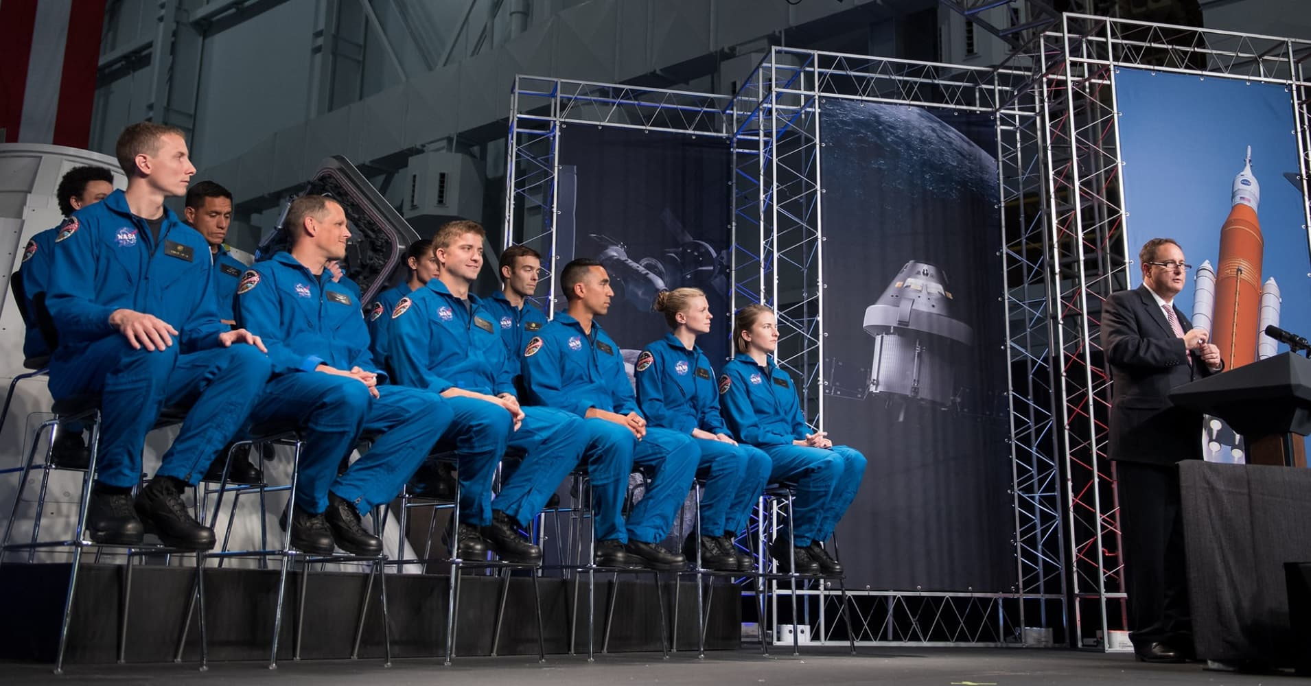 Meet The 12 Americans Training To Be Nasa S Newest Astronauts