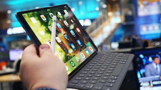 CNBC Tech: iPad Pro 10.5 4