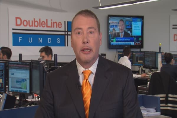 Investor Jeff Gundlach sees trouble, says traders should raise cash 'literally today'