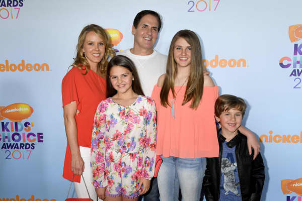 Billionaire Mark Cuban with his wife, Tiffany Stewart (L), and kids, Alyssa Cuban, Alexis Sofia Cuban, and Jake Cuban (L to R).