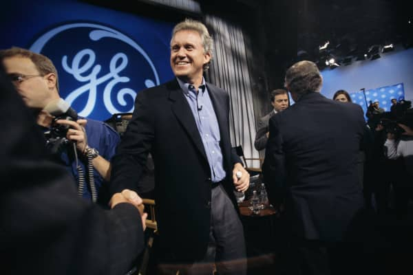 Jeffrey Immelt (center), executive at General Electric Corporation, attends a press conference in New York.