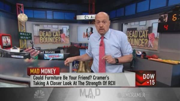Cramer digs into Rent-A-Center to see if activists can revamp the struggling retailer