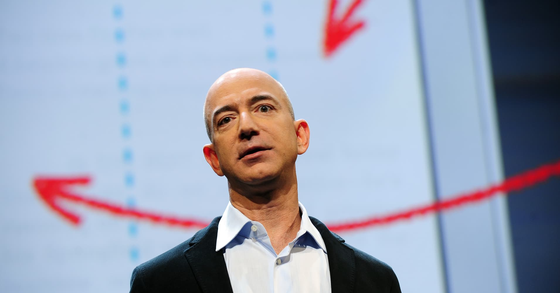 Amazon investigating claims of employees leaking data for bribes