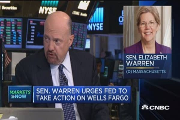 Sen. Warren calls for removal of 12 Wells Fargo directors