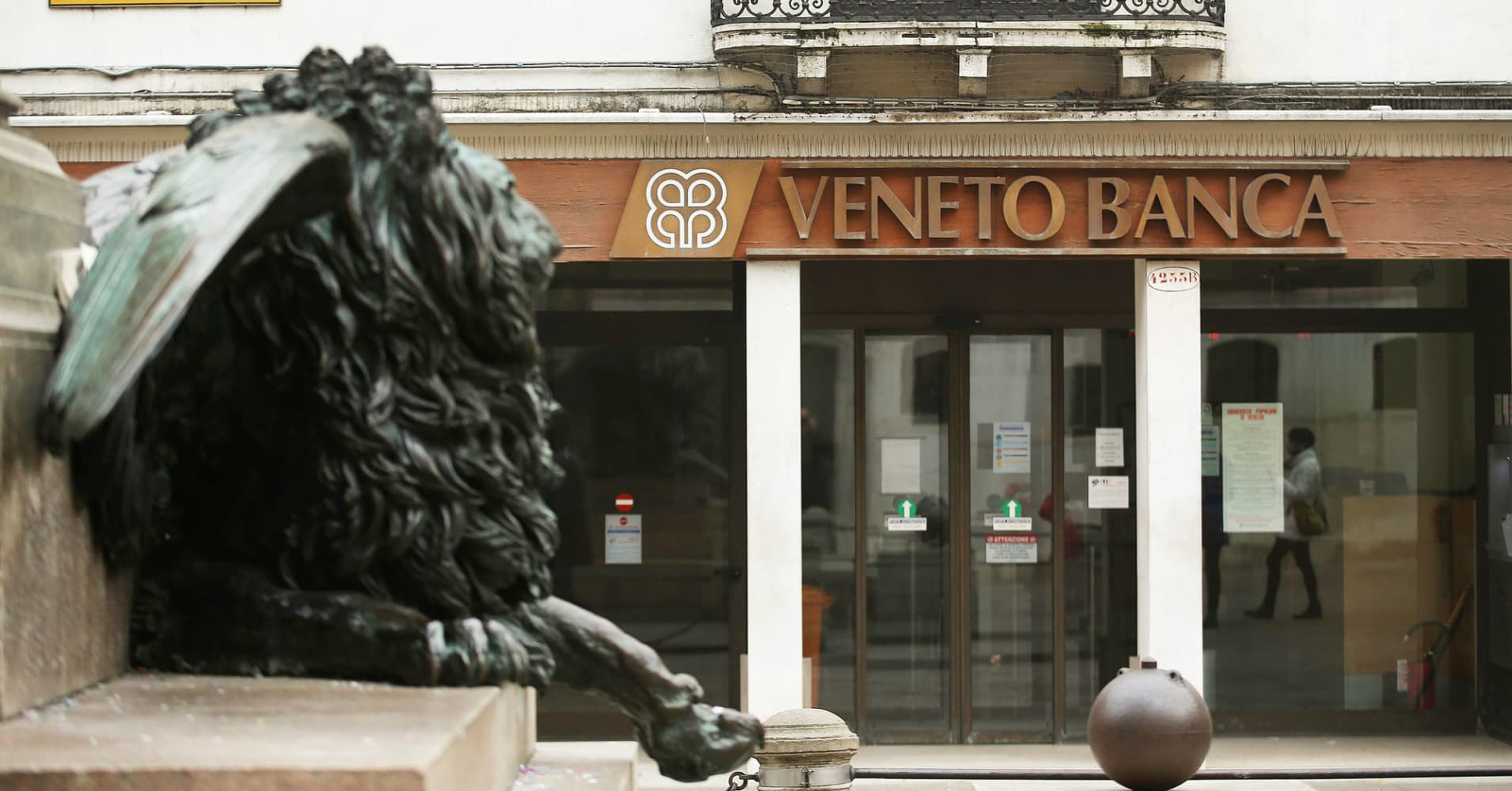 Live: Italy winds up two troubled banks at cost of up to 17 billion euros