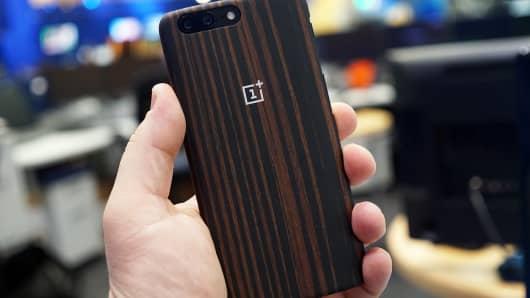 CNBC Tech: OnePlus 5 11