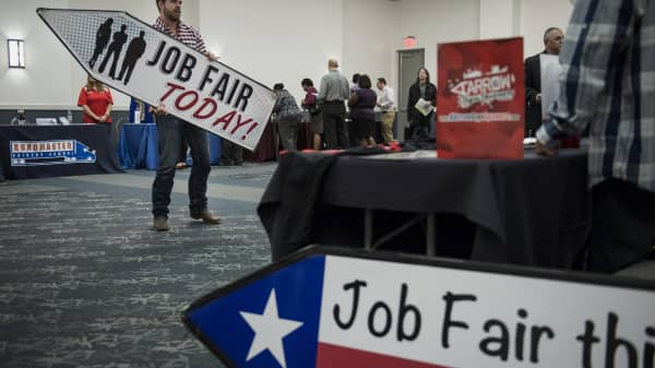 Us Weekly Jobless Claims Total 233 000 Vs 245 000 Estimate