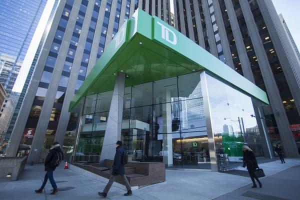 NE_Toronto_banks1138