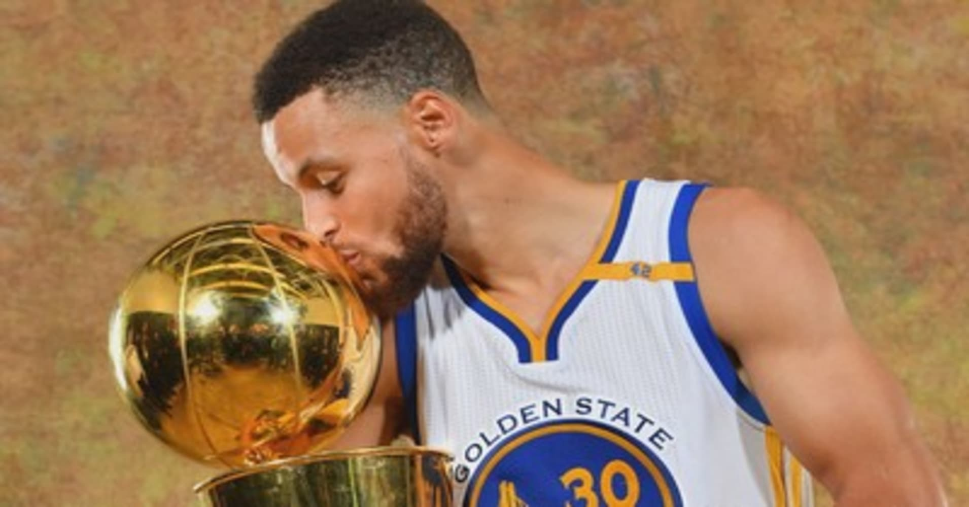 how stephen curry handles making millions less than his nba teammates