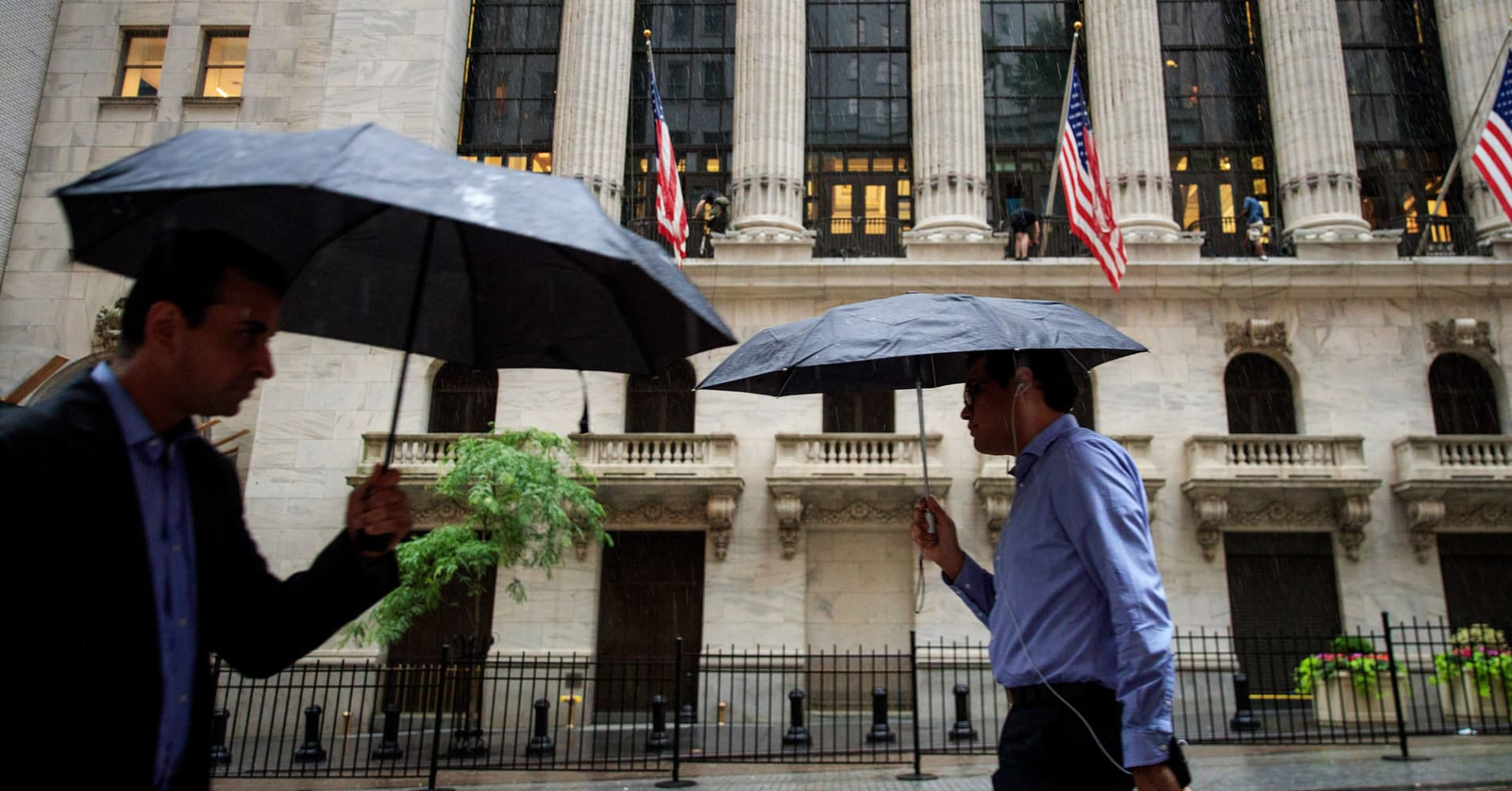 Top advisers pull their clients' investments out of hedge funds