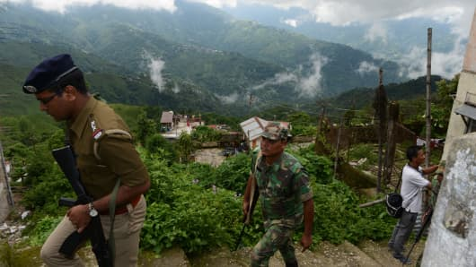 Thousands of tourists fled the Indian hill resort of Darjeeling on June 12, 2017 after separatists warned that a general strike could degenerate into violence.