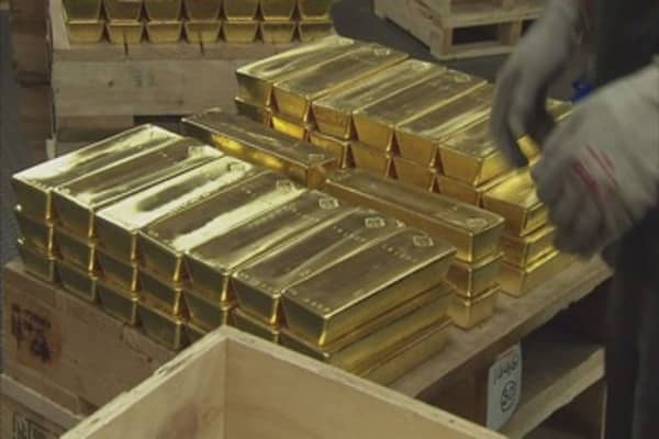 Huge sell order 'mistake' sends gold to six-week low