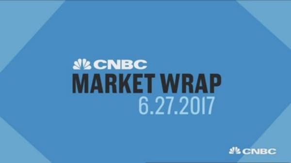 Major stock indexes tumble on tech sell-off and delays of the health-care vote