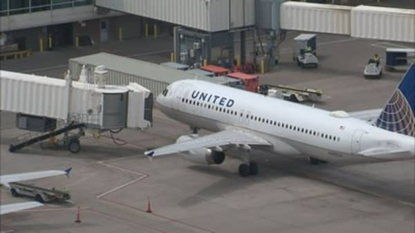Infant overheats on delayed United flight in Colorado