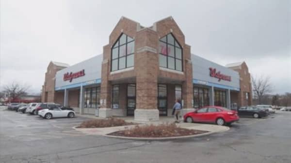 Walgreens scraps Rite Aid deal, to buy some stores instead