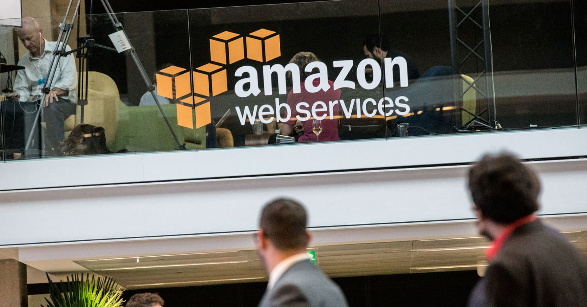 Amazon's cloud service signs Disney, Expedia, NFL