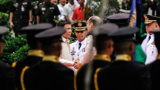President-elect Rodrigo Roa Duterte and outgoing president Benigno Aquino III shake hands during the inauguration at Malacanang Palace on June 30, 2016 in Manila, Philippines.