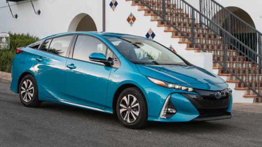 Handout: Toyota Prius Prime Advanced