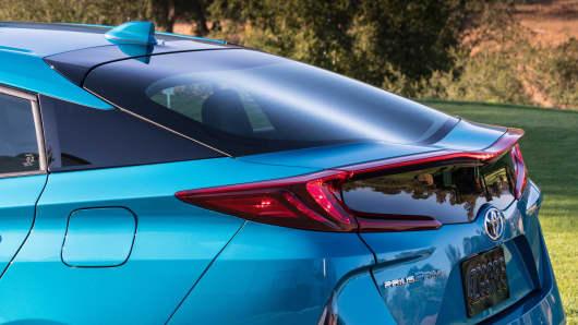 Handout: Toyota Prius Prime Advanced 3