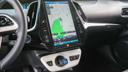 Handout: Toyota Prius Prime Advanced 4