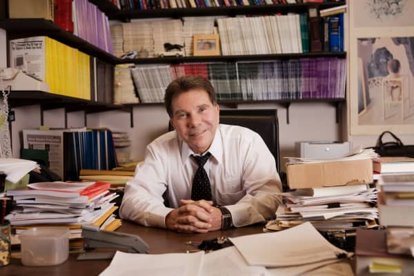 "Bob Cialdini, author of New York Times bestselling books ""Influence: Science & Practice"" and ""Pre-Suasion: A Revolutionary Way to Influence and Persuade."""