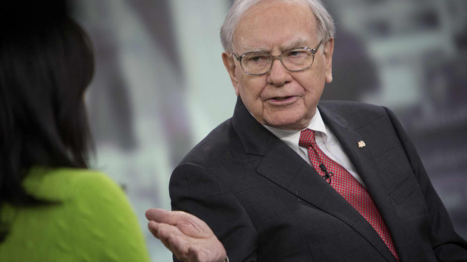 Learn Warren Buffett's simple psychological trick to being persuasive