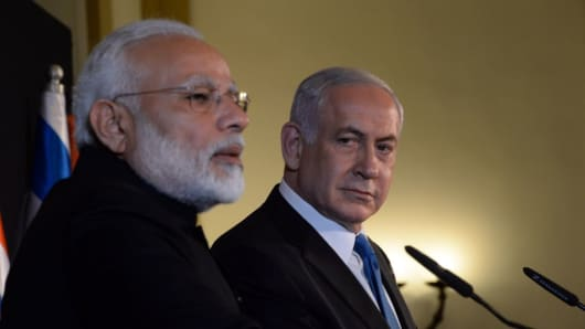 Israel's Prime Minister Benjamin Netanyahu (R) and Indian Prime Minister Narendra Modi (L) hold a joint press conference following their meeting in Jerusalem on July 05, 2017.