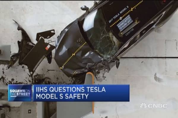 Tesla under pressure after IIHS questions Model S safety in new crash tests