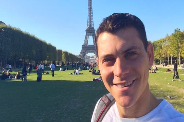 This guy quit his job to travel the world -- now he brings in $750,000 a year