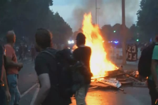 Hamburg protesters ignite large fire in ongoing clashes with police