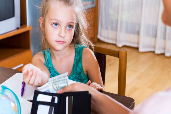 Giving your kids an allowance sets them up for failure, says Suze Orman