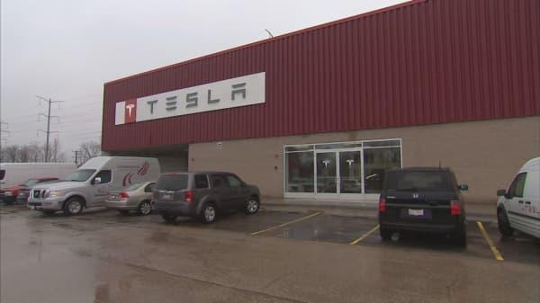 Tesla drastically expands its service network as Model 3 deliveries start
