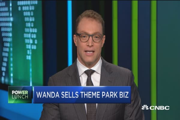 Moody downgrades Wanda after retreating from theme parks in China