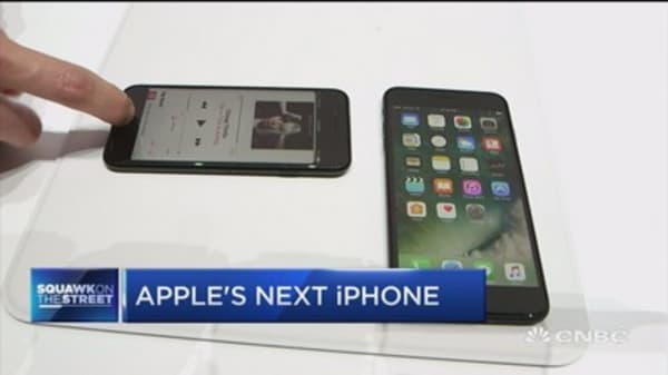 Panic at Apple? No way, Tim Cook's the coolest guy in the room: Jim Cramer