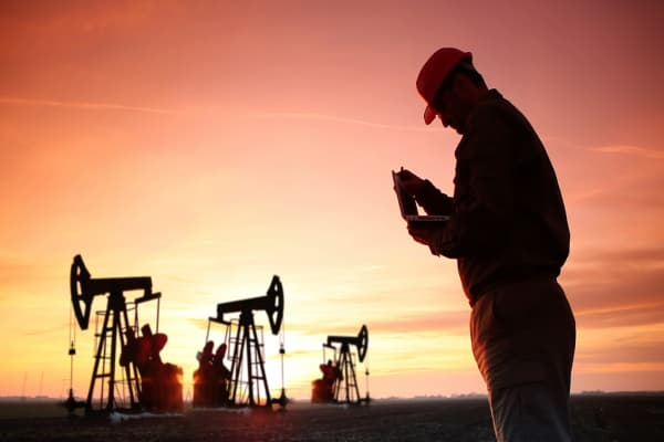 Here's how lower oil prices can spur economic growth