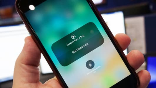 Apple might let you stream your iPhone's home screen with iOS 11