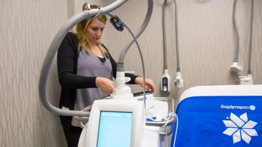 A spa director at Revive Medical Spa, sets up a CoolSculpting machine for a client in Fayetteville, Ark., July 7, 2017.