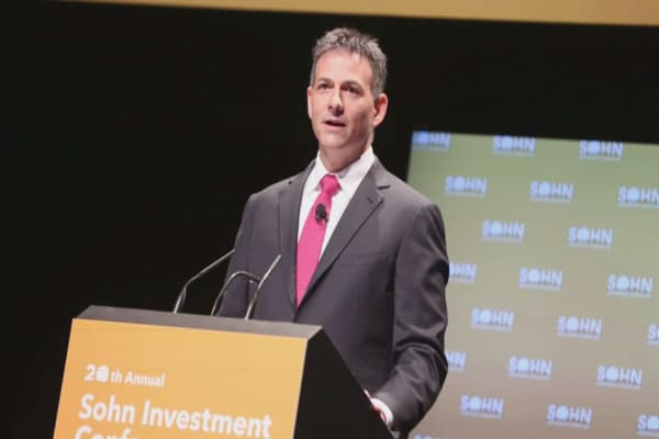 David Einhorn reportedly sees $400 million flee as another hedge-fund star faces massive outflows