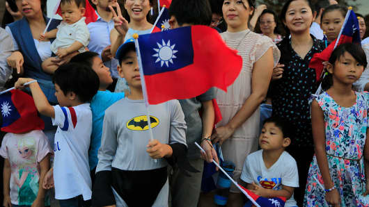 Taiwanese in Nicaragua wait for the arrival of the President Tsai Ing-wen (not in frame) to the country on January 9, 2017.  The Central American nation is one of Taiwan's few allies.