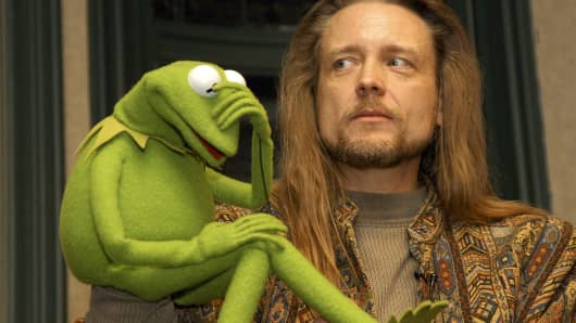 Muppet Kermit the Frog and his operator Steve Whitmire take questions from the audience at Barnes & Noble Lincoln Triangle on November 14, 2003,in New York City.
