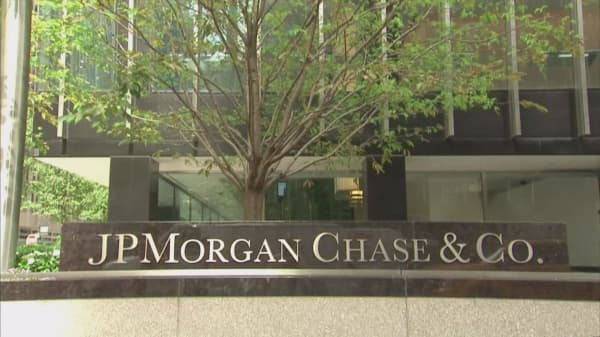JPMorgan smashes Wall Street estimates, but shares decline on outlook