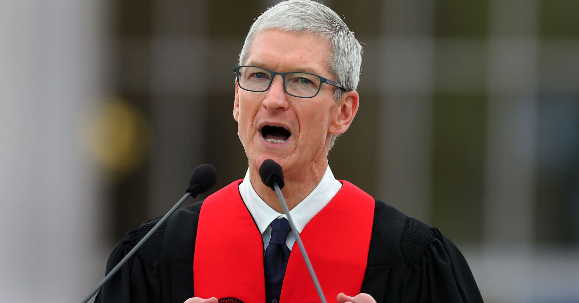 Apple CEO Tim Cook gives the commencement address at the Massachusetts Institute of Technology on Jun. 9, 2017.
