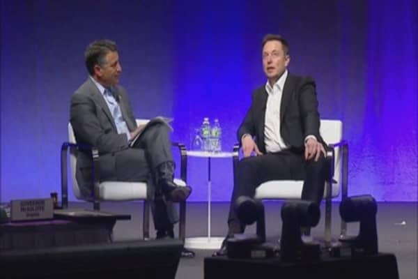 Elon Musk talks cars - and humanity's fate - with governors