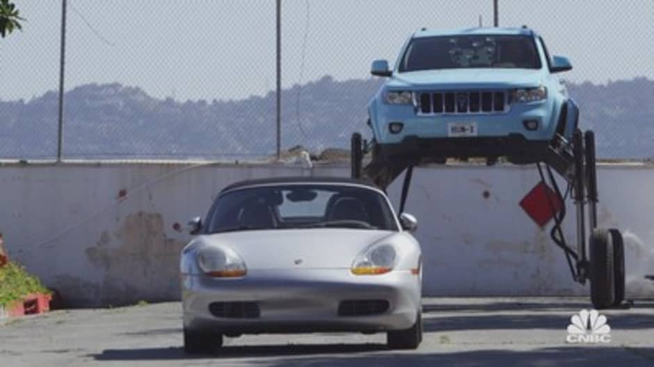 Jay Leno overrides traffic in this transforming Jeep Grand Cherokee