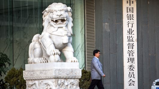 A marble lion in front of the China Banking Regulatory Commission