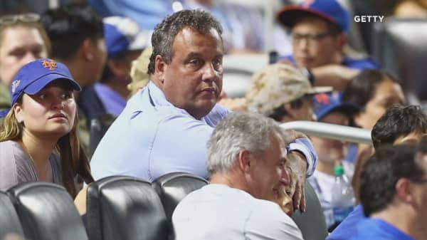 Chris Christie roasted by announcer and booed after catching foul ball at a Mets gam