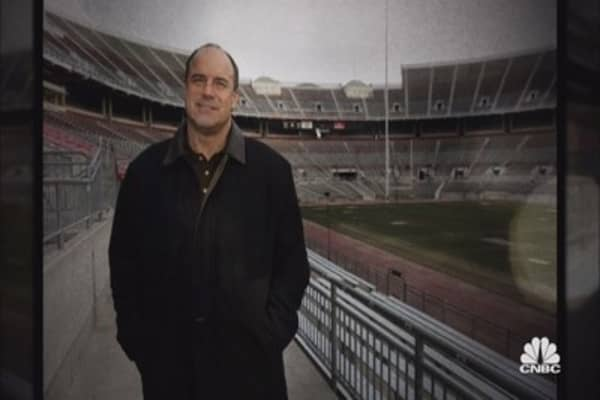 Former football star Art Schlichter cons friends and acquaintances to feed his gambling addiction