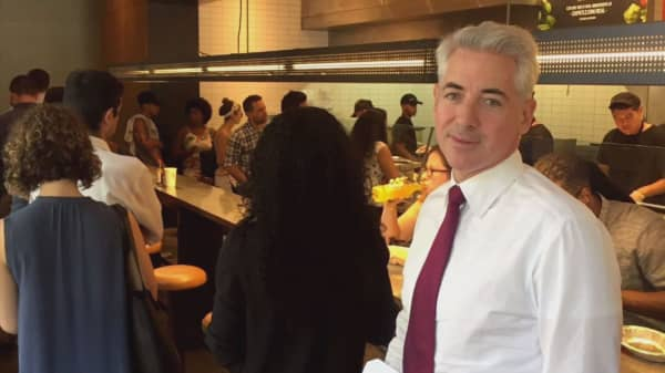 Bill Ackman tweets picture of himself ordering Chipotle in middle of latest food safety scare